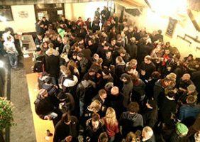 Beim Bockbieranstich ist der Andrang in unserem Brauereihof traditionell sehr groß.